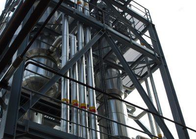 Torre de destilación en planta de biodiesel